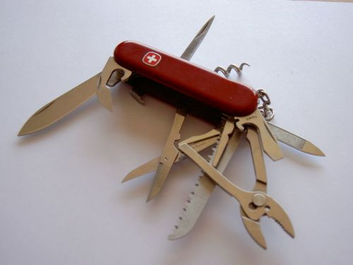 800px-swiss_army_knife_wenger_opened_20050627